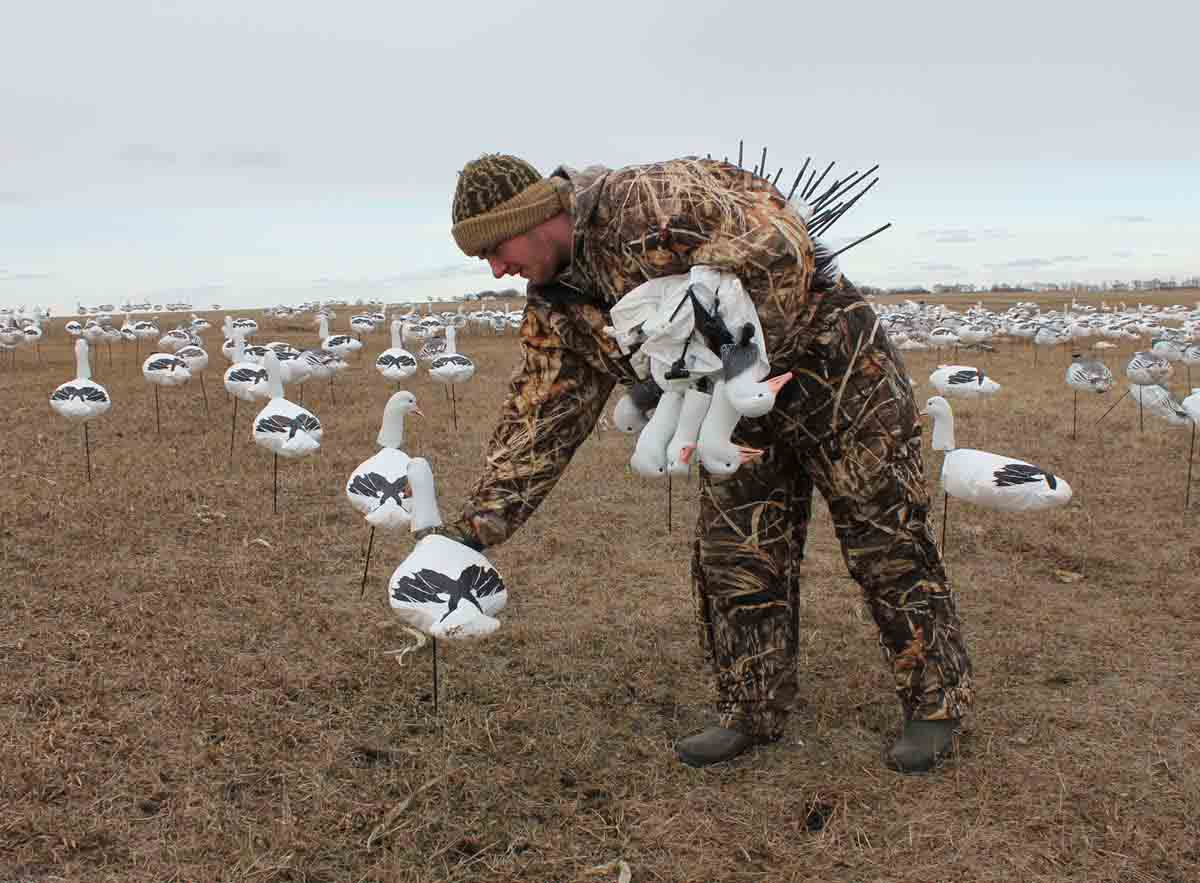 White Rock Decoys Upright Headed Snow Goose Decoys - 12 Pack_2.jpg